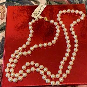 #294 Vintage Graduated Faux Pearl Necklace MONET